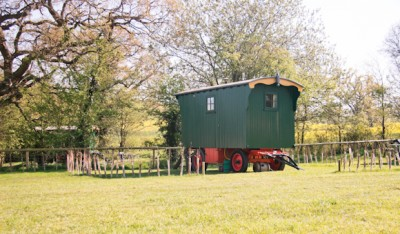 Malvern Glamping accomodation - Traditional Shepherds Hut Malvern