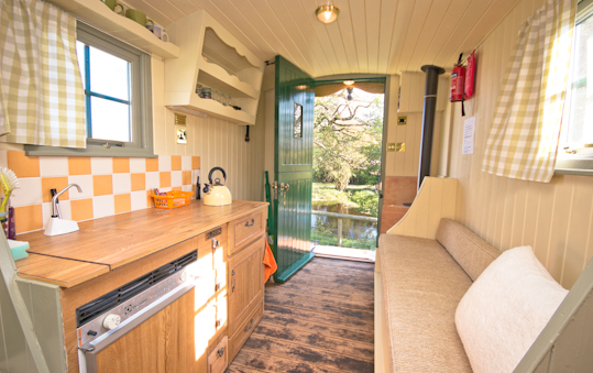 The Family Shepherds Hut In Malvern - Inside Image
