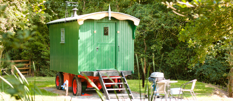 Luxury Shepherd's Hut - Malvern Glamping Holiday