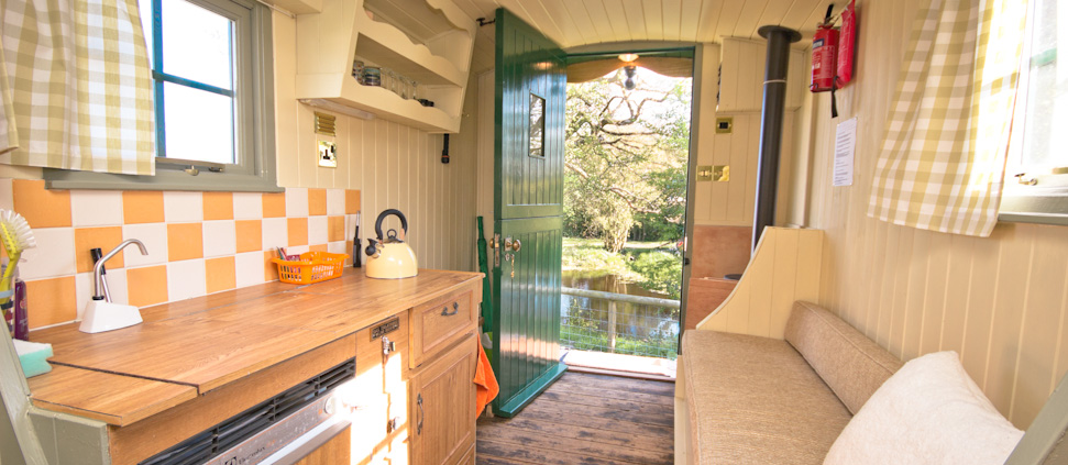 Inside a Shepherd's Hut - Malvern Glamping Holiday