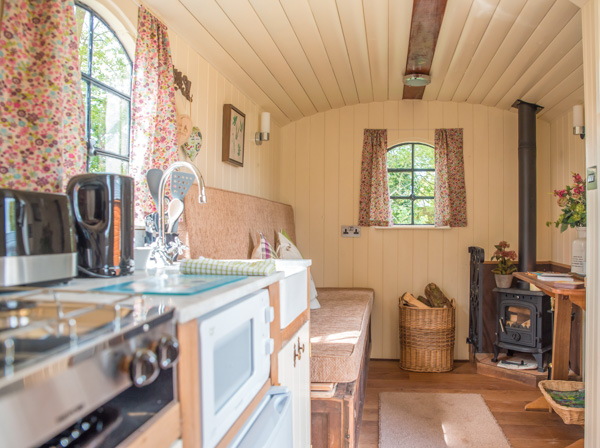 Deluxe Shepherd Hut - Glamping Holiday - Outside Image