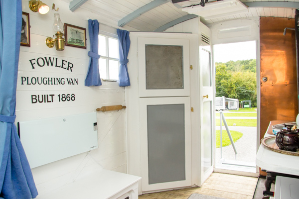 The Family Shepherds Hut In Malvern - Outside Image