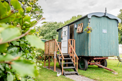 Rustic Shepherds Hut Glamping in Malvern