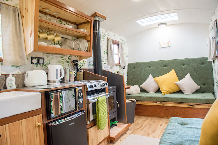Rustic Shepherd Hut Holidays - Malvern Glamping Holiday